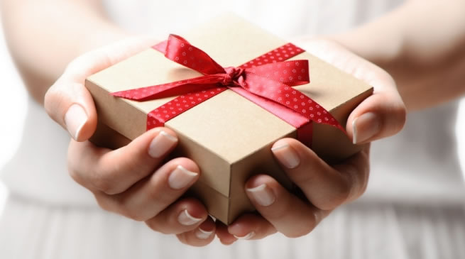 GIFTS GIVING AROUND THE WORLD